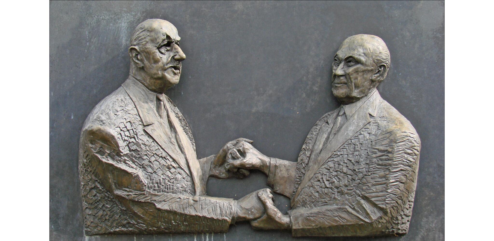 Jean-Pierre Dalbera - Charles de Gaulle und Konrad Adenauer Denkmal_cut.jpg