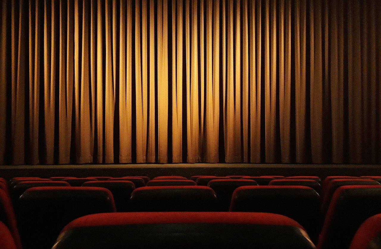 Cinema Curtain Theater Film  - onkelglocke / Pixabay