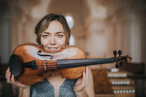 Musikerin mit Violine