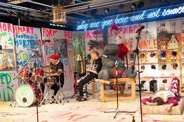c Petra Moser, Landestheater Linz, Binge Living